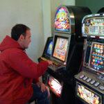 Сын играет на деньги: ошибка в воспитании?
