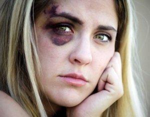 Что делать, если мужчина бьет женщину?